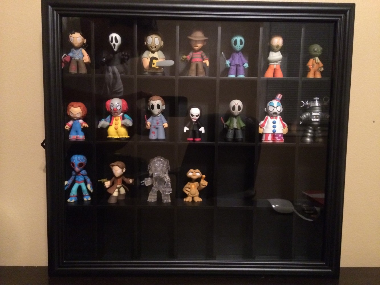mystery shopper mini case So i'm clueless when it comes to mystery minis, do they all come in a pre-determined order like in the case layout showen or is it random each box i really only want the funtime foxy but god i hate blind box stuff like this, so if it is pre-determined this would be a big help.